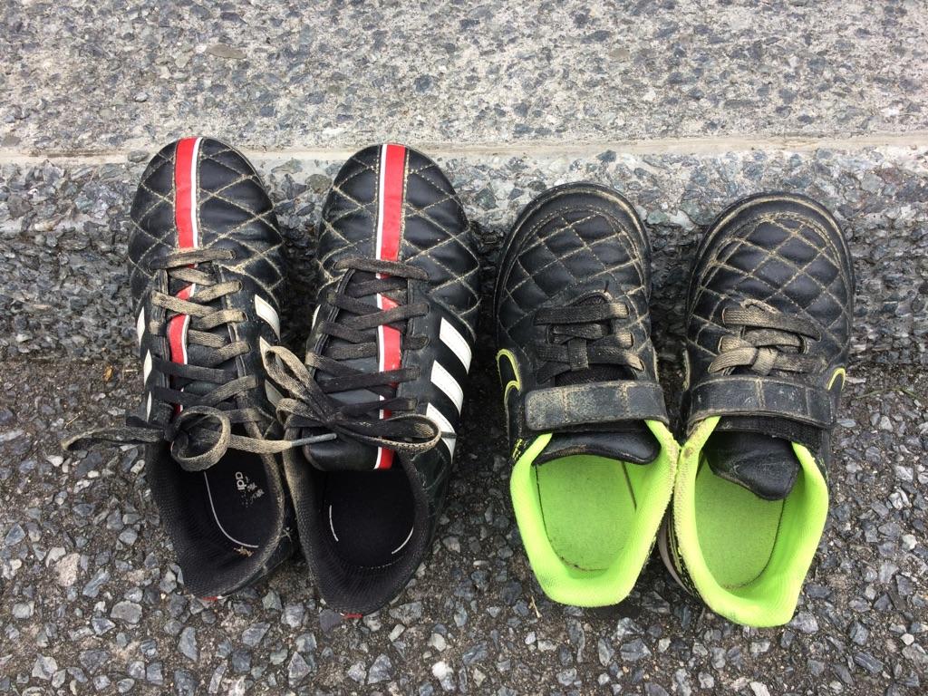 余計なことは考えない:子供の靴とサービスはジャストサイズで
